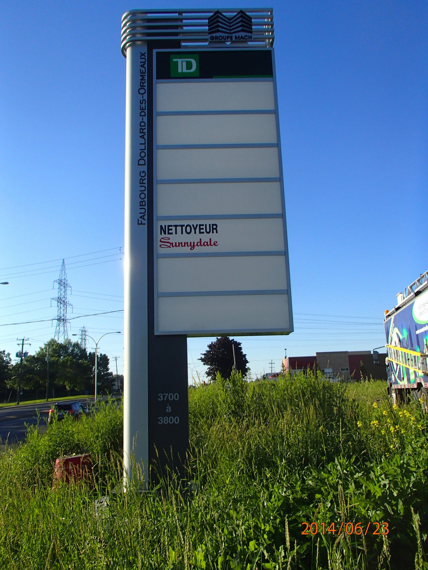 Pylon Signs Montreal Neon Signs